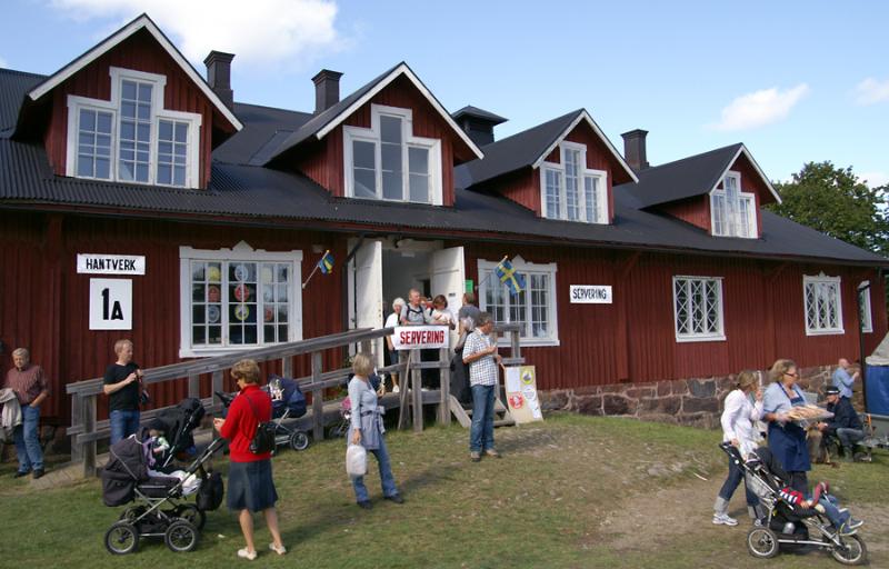 Bondens Dag 2009 - Logementsbyggnad med servering och försäljnin